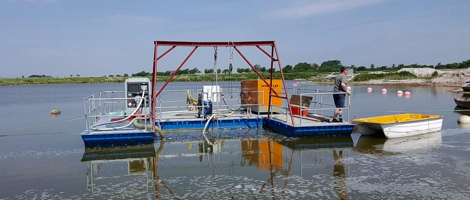work pontoon with lifting jack
