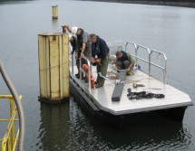 Arbeitsboot für Reparaturarbeiten