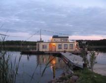 Hausboot fest verankert