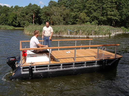 Building A  X  House Boat On Barrels