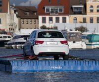 Autoschau auf dem Wasser