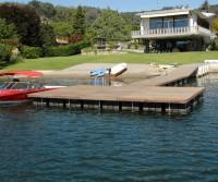 Schwimmsteg mit vorgelagerter Plattform