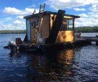 kleines Familienhausboot